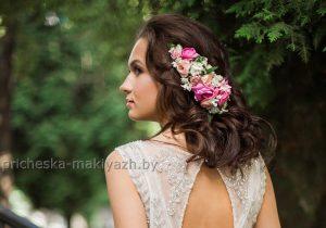 Свадебная причёска локоны с живыми цветами