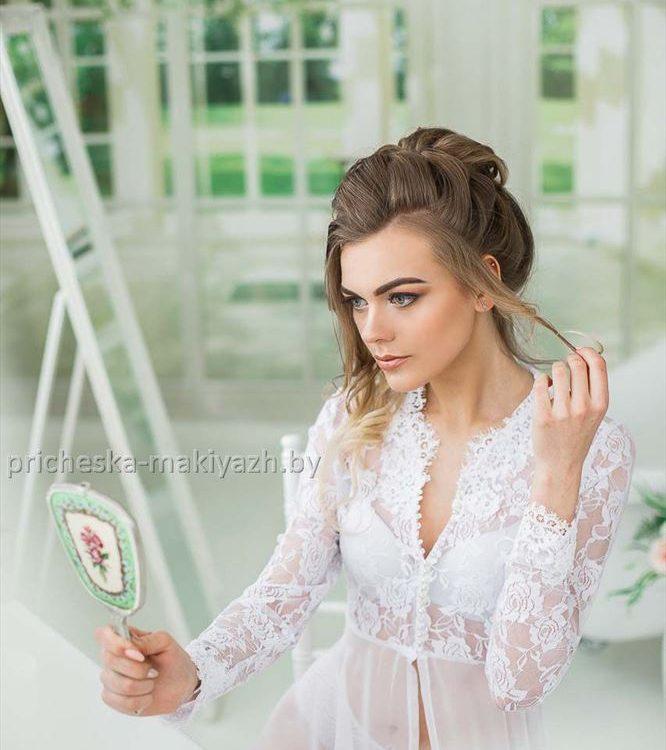 Свадебная причёска средний пучок с локонами