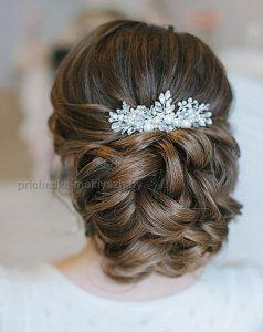 Свадебная причёска на средний низкий пучёк