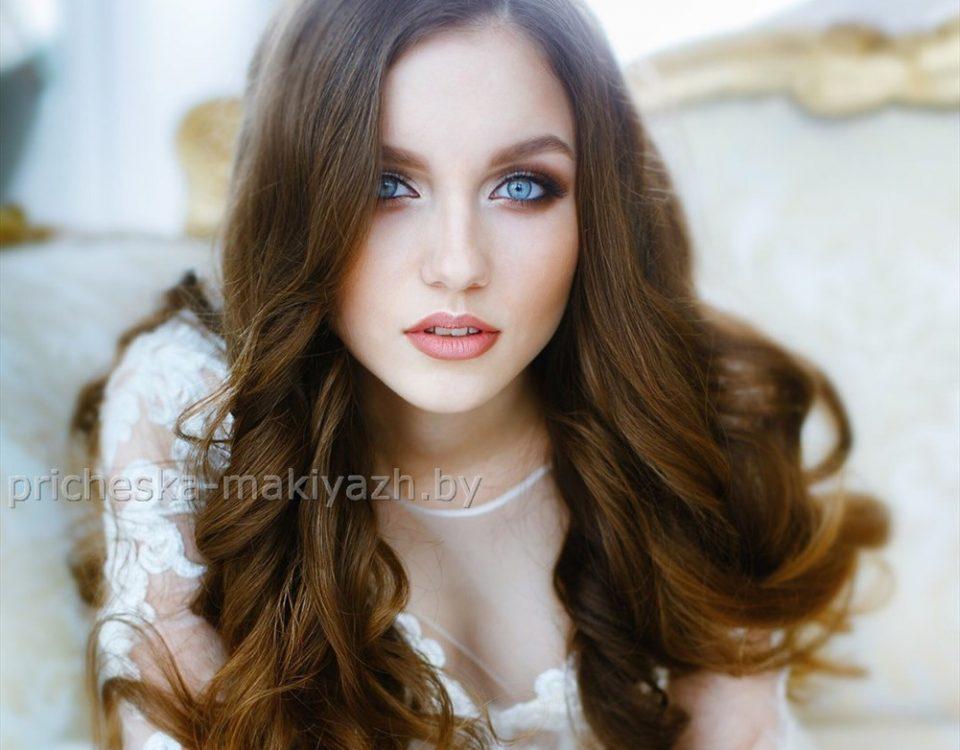 Яркий вечерний макияж для голубых глаз